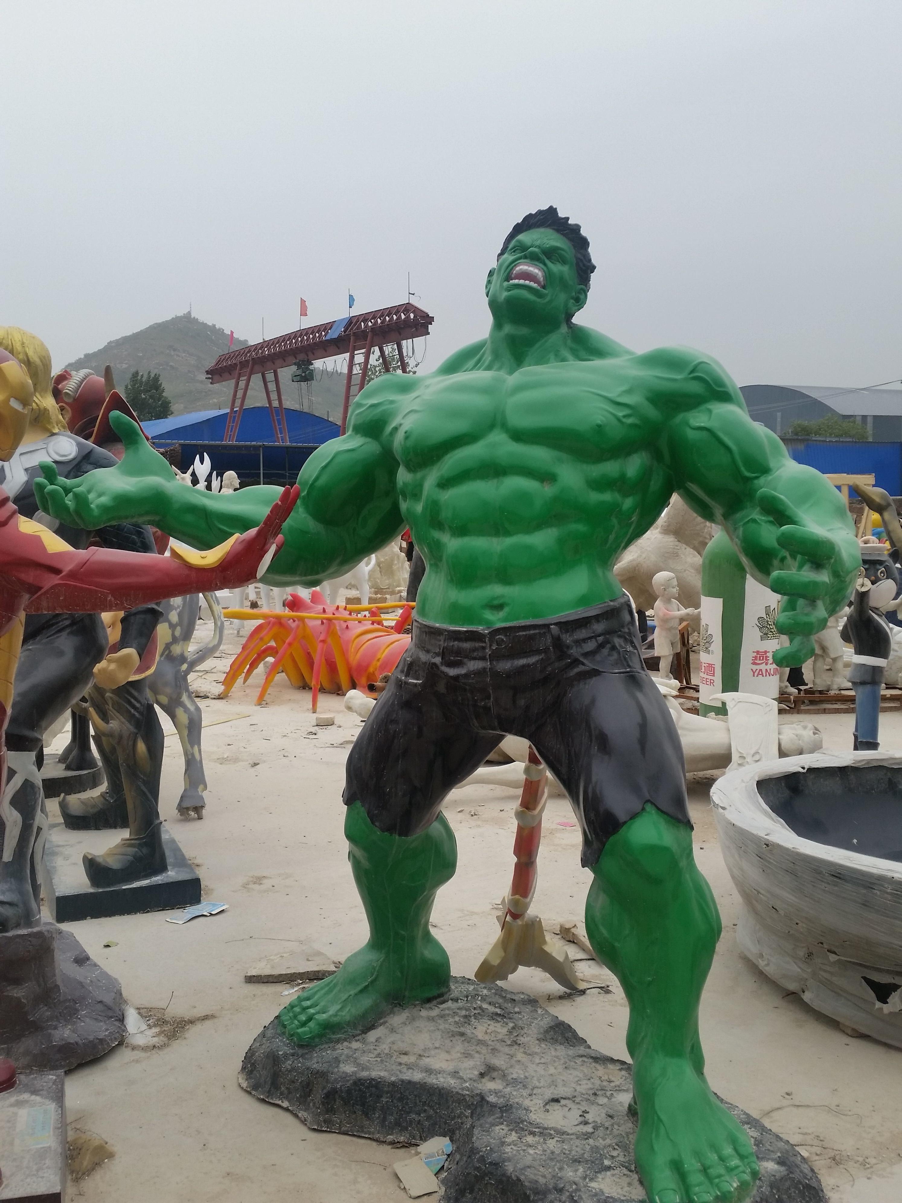 景观雕塑绿巨人
